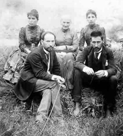 Antonia Cajal rodeada de sus hijos: Jorja, Pabla, Santiago y Pedro en 1890