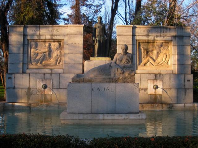 Monumento a Cajal en el Retiro, Madrid.