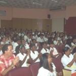En el auditorio se enocntraban presentes los estudiantes graduados, profesores, familiares.