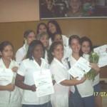 Estudiantes graduadas de Dietética, y la profesora Lic. Yanet Vera Garrucho.