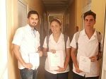 Estudiantes con su diploma de participación de la Jornada Científica