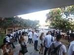 Estudiantes y profesores a la espera de la llegada de los evaluadores de la JAN