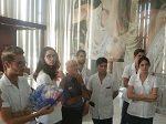 Estudiantes y profesores visitanel Museo de Artes Decorativas