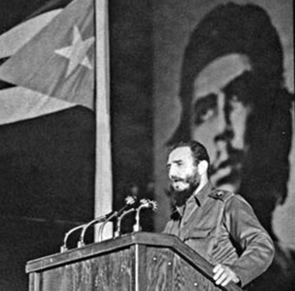 Fidel-en-la-Velada-Solemne-al-Che-580x572