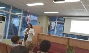 La Prof. Dra. María Elena Alfonso Valdés, hizo una presentación de cómo el IHI ha contribuído de manera decisiva al desarrollo de la inmunohematología y la medicina transfusional en Cuba