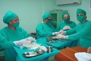 Obtención de sangre medular en el salón de operaciones. Listos para iniciar el trasplante de células madre hematopoyéticas