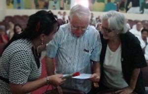 Dr Alavez recibe condicion Prof Consultante