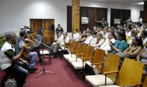 Participaron estudiantes, profesores del centro de educación superior así como Iris Menéndez, presidenta del Instituto Cubano de Amistad con los Pueblos.