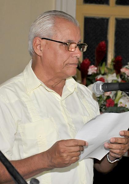 El doctor Andrés Olivera Ranero, a nombre de los homenajeados, reconoció la distinción. (Foto: Ramón Barreras Valdés)